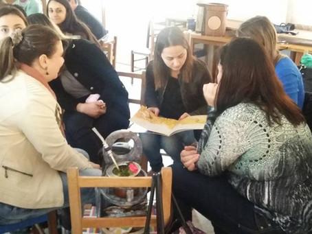 """Oficina sobre """"A arte de contar histórias,"""" com professores de Harmonia/RS"""