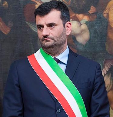"""Antonio Decaro: """"Mi indignano le polemiche dei politici, solo e comparsate in TV e ricerca di Like"""""""
