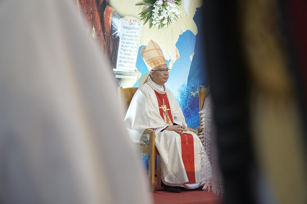 Hình 1: Thánh lễ Phong Chức Linh Mục do Đức Cha Giuse Đặng Đức Ngân, Giám mục Giáo phận Đà Nẵng chủ tế