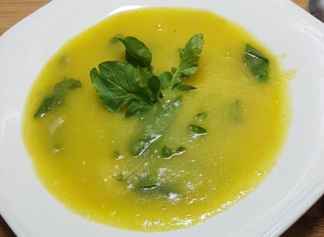 Sopa creme de mandioquinha com inhame e agrião orgânicos
