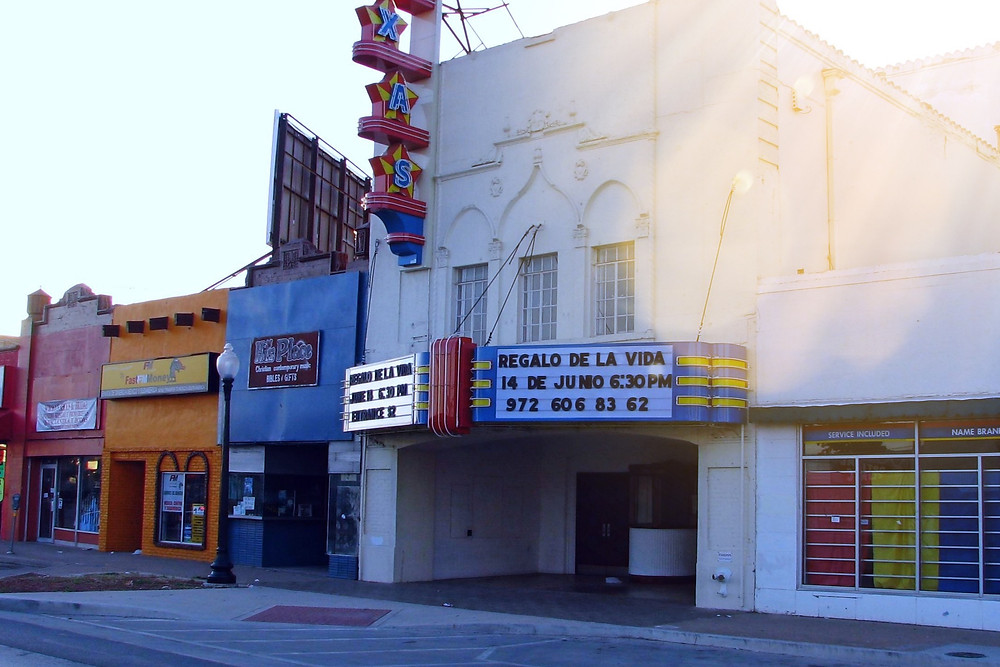 By Michael Dorosh - en:File:Texastheater.JPG (log), Public Domain, https://commons.wikimedia.org/w/index.php?curid=7483290