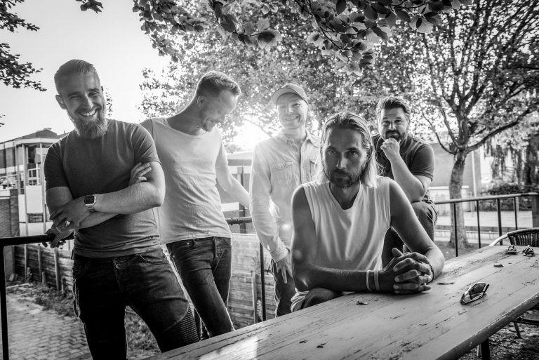 Yellow Pearl presenteert single voor 3FM Serious Request op Serious Xmas Party