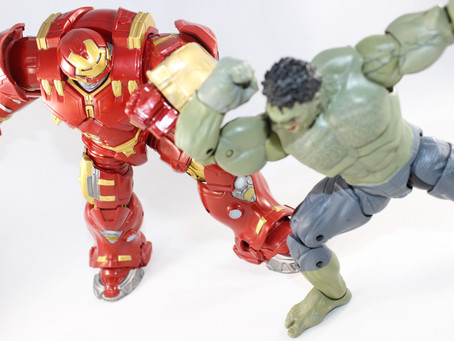 ML Marvel STUD10S: 2-pack Hulkbuster vs Hulk