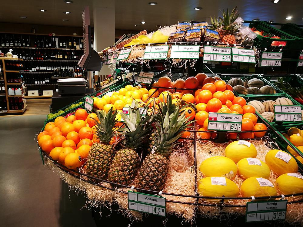 Südfrüchte im Dorfplatz 9 (evoo.expert)