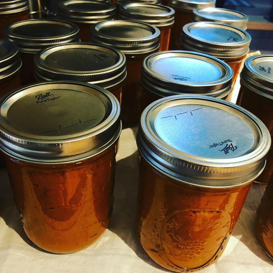 homemade tomato sauce, canning tomatoes