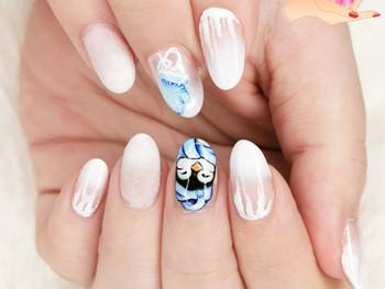 Nail art pingouin glacial