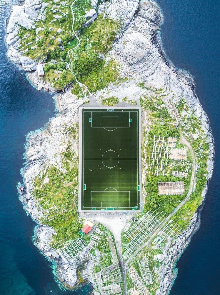 """2. Ödülü : """"Henningsvær Futbol Stadyumu"""" Fotoğrafçı: Misha De-Stroyev"""
