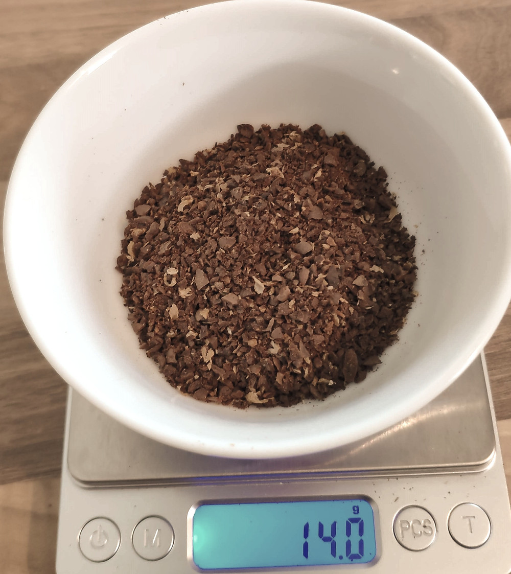 Peser et moudre 14 grammes de café