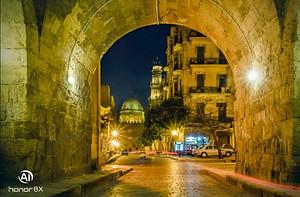يعتبر شارع المعز اقدم شوارئع مصر السياحية الجذابة