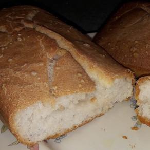 Pane classico fatto con la macchina del pane gluten-free