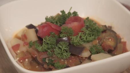 Prepara esta saludable receta de Berenjena con papa guisada
