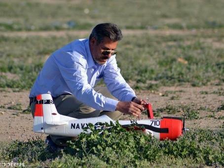 من الارشيف اعضاء نادي فرناس الجوي يقومون بالطيران في الجادرية