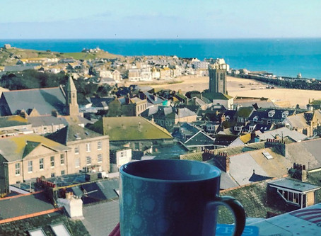 Light and sunny apartment with beautiful island and harbour views in St Ives