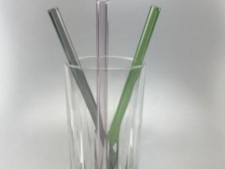 Hvad er forskellen på at drikke med sugerør og drikke af glas???