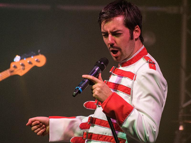 Queen Tribute Band Majesty - Freddie Mercury performed by Seth Daniels