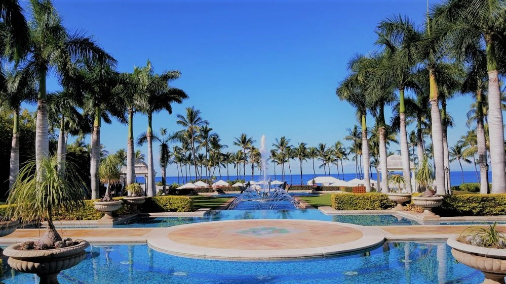 Fountain walkway leading to the beach at the Grand Wailea, Maui