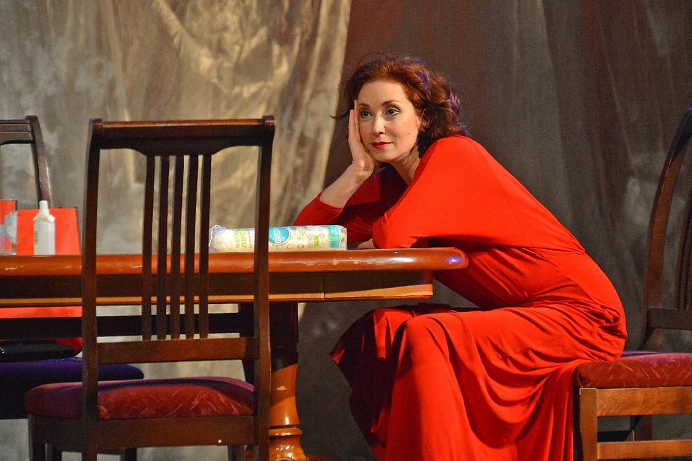 Анна Большова в спектакле «Семейный ужин в половине второго»