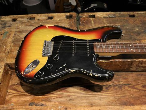 Begagnad Fender Stratocaster 1977, 24999:-
