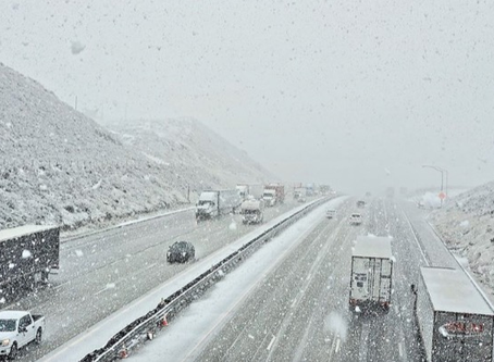 Weather in California.  Snow on Interstate 5, Tejon Pass 4144 Ft
