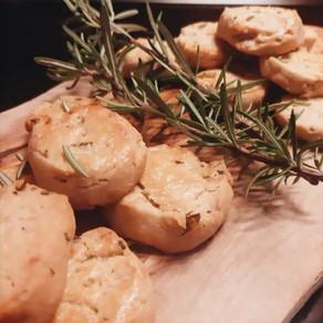 Biscuits salés chèvre et romarin