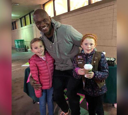 Man Buys $540 Worth of Cookies So Girl Scouts Can Get Out of the Cold Weather