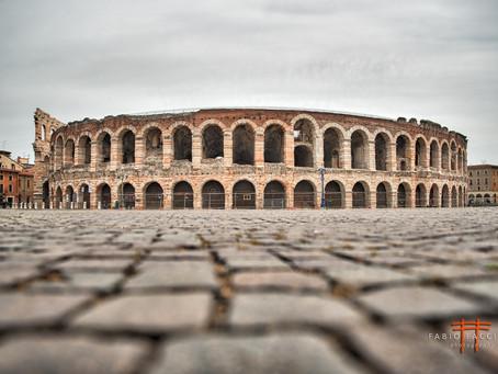 Ai piedi dell'Arena di Verona