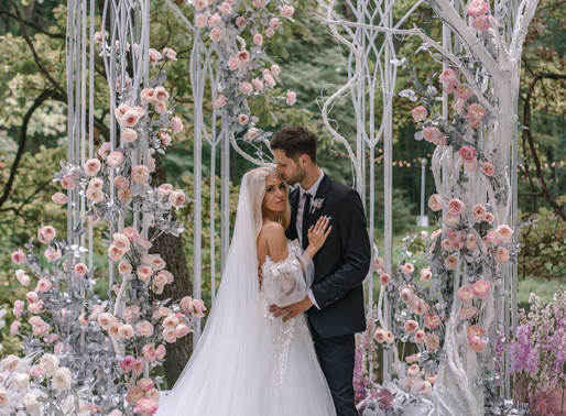 Russian Blogger's Wedding Features Thousands of Garden Roses from Alexandra Farms