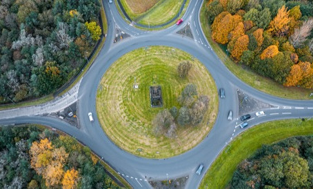 Struggling with Roundabouts? A Guide to Roundabout Driving