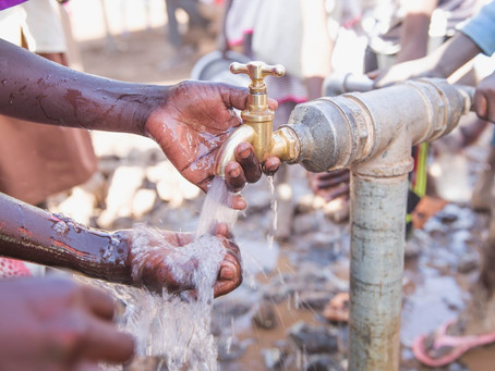 How do refugees wash their hands?