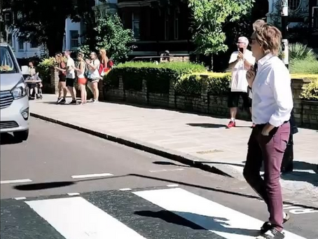 Paul McCartney recrea la portada del Abbey Road