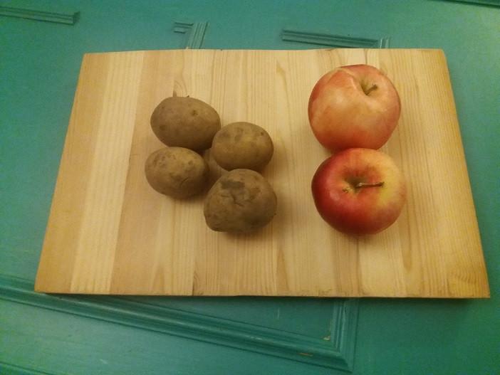 Elokuussa sato löytynee omasta pihasta - muun muassa perunat ja omenat ovat parhaimmillaan.