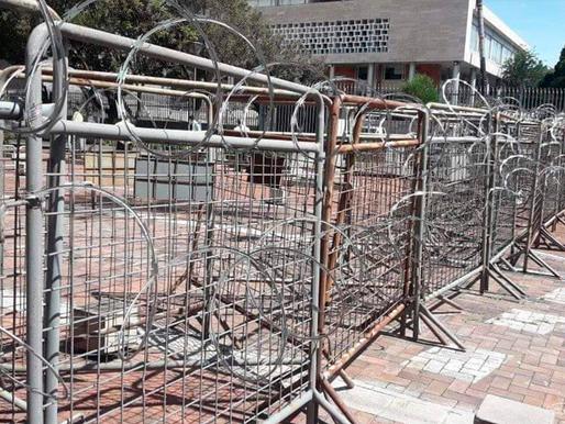 Estudiantes exigen a la Asamblea Nacional la destitución de la Ministra Romo