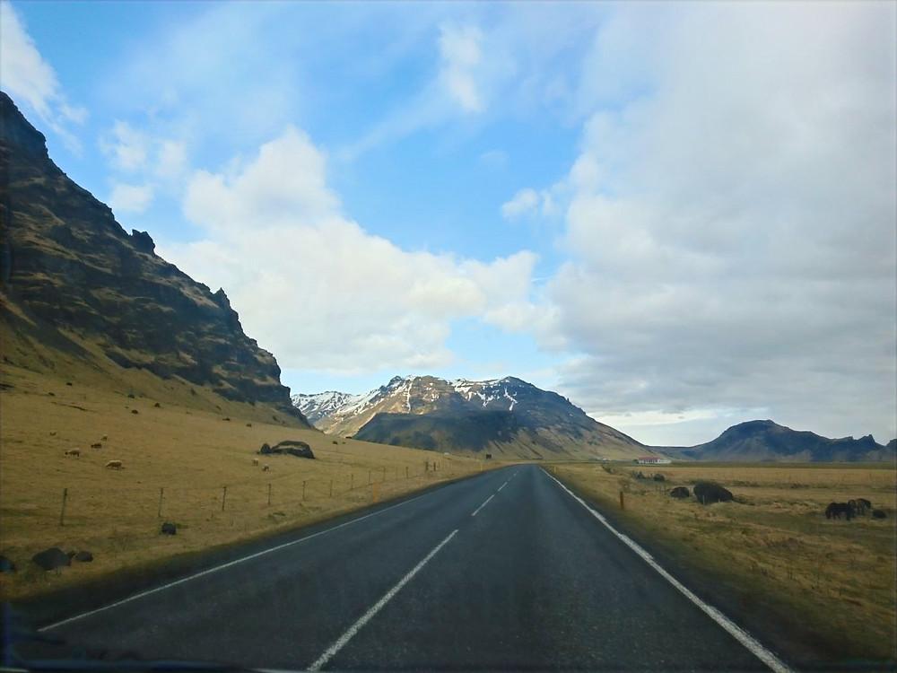 Loputon tie Islannissa