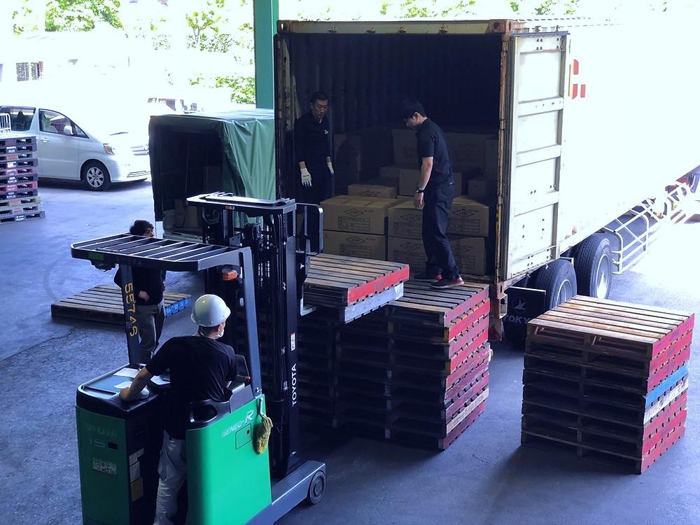 アシストライン倉庫への荷下ろし作業