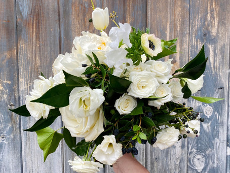 Must-Haves for Your Winter Wedding Bouquet