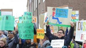 장애인도 동등한 권리를! 출처 : Disability Rights protest | Sinn Féin | Flickr