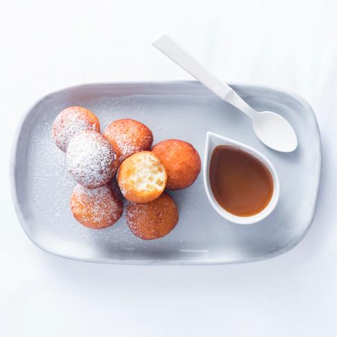 Saldžios savaitgalio nuodėmės: minkštutės spurgos su karamelės padažu