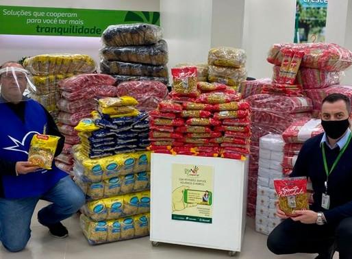 Sicredi   arrecada 5 toneladas de alimentos e 2,8 mil itens