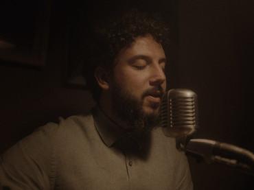 Pedro Mann transforma o fim em reinvenção em novo single e clipe