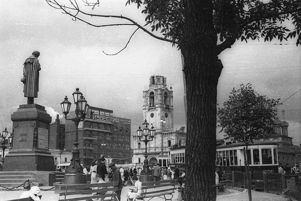 Памятник Пушкину в Москве на Пушкинской