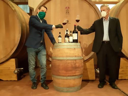 Produttori di Clavesana: aperta simbolicamente la prima bottiglia di Dogliani 2019.