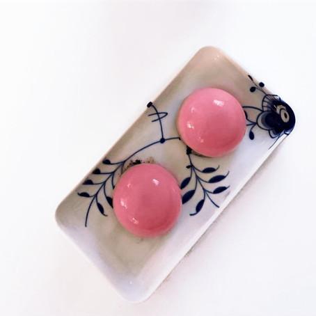 hindbær mousse med mirror glaze
