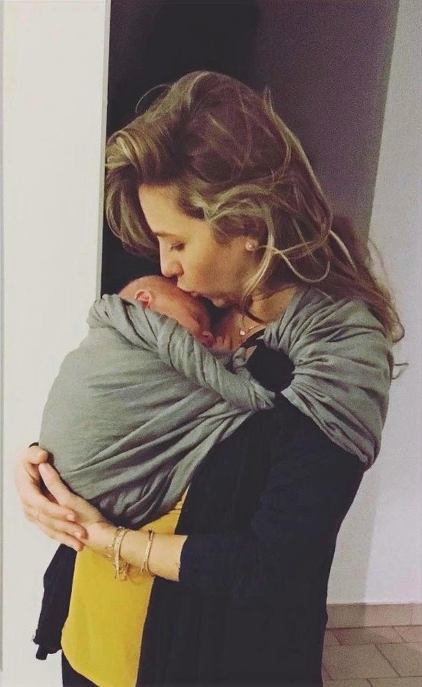 portage physiologique bébé en écharpe SLING Charlotte Bureau Ostéopathe Nîmes