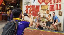 Couple on singaporediscover tour