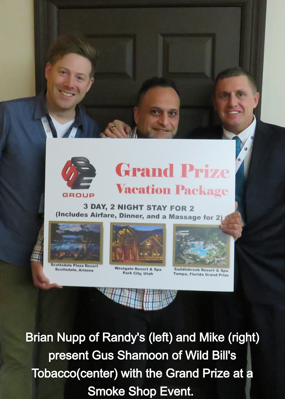 Brian Nupp of Randy's Awards Gus Shamoon of Wild Bill's Tobacco the Grand Prize at Smoke Shop Events in Scottsdale, January 2020