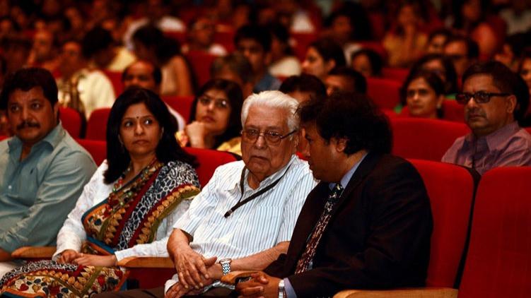 L to R : Ramachandra_Halkere, Aditi_Deshpande, Basu_Chatterjee, Manoj_Srivastava