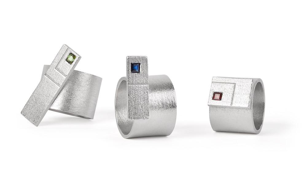 aneis em prata com turmalina, safira e rubi