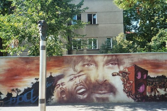 Frank Zappa statue, Vilnius