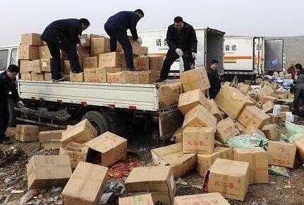 新疆工商系统集中销毁假冒伪劣商品