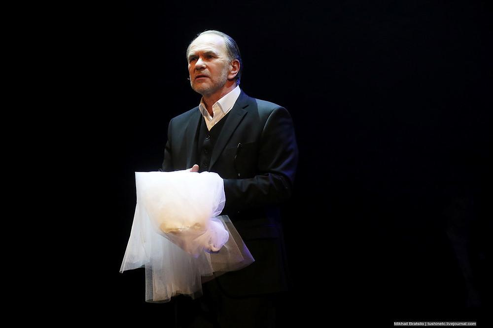 Алексей Гуськов в спектакле «Онегин-блюз»